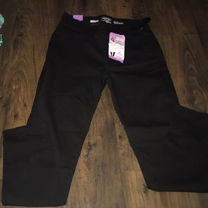 Levies totally shaping pull-on skinny black jeans